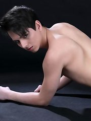 Sensuous Masseur Gives Rudy Valentino%u2019s Well-Used Dick A Hard Raw Ride